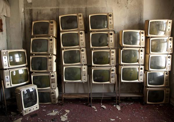 """Television Room – Thomas Jefferson Hotel in Birmingham, Alabama"" by Samantha VanDeman (courtesy of the artist)"