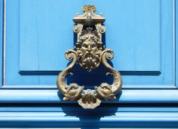 blue door face knocker Paris