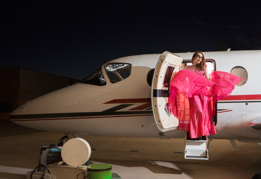 A bow to those days, to the Hollywood stars that con sider traveling what it is, a luxury and made the event an experience that enhanced the moment and the essence of arriving, experiencing and depart. Pinnacle Aviation, Scottsdale Airport chris Loomis fashion by robert black Hair: Haley Bunkers Makeup: Ori Brown
