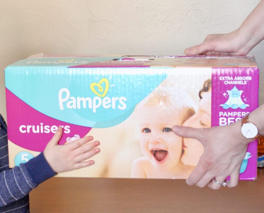 February 17 is Random Acts of Kindness Day! Get your kids involved in giving and being kind. #sponsored #ShowLovewithPampers - What You Make It blog