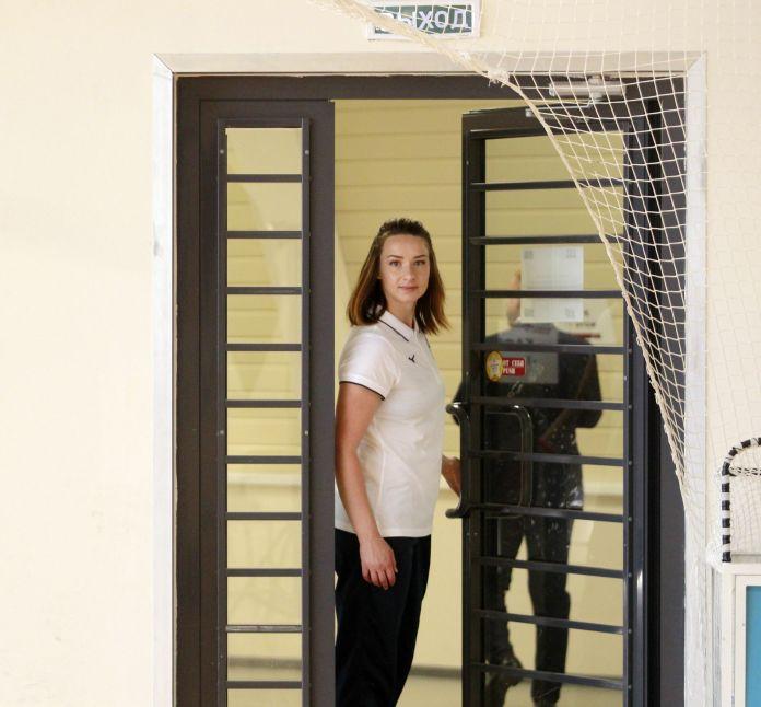 Вспышки фотокамер встречали Полину Горшкову уже на входе в зал