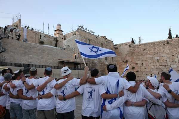 Thousands of young Jewish boys wave Israeli flags as they celebrate Jerusalem Day at the Western Wall, May 17, 2015. (Flash90)