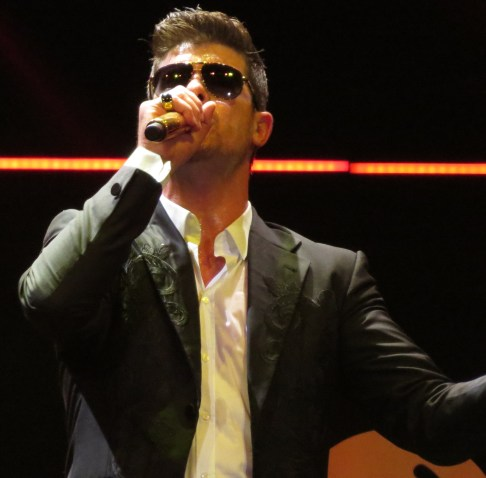 Robin_Thicke_performing.jpg