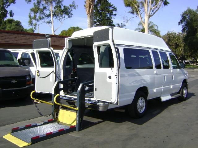 vehicle lifts for power wheelchairs wooden card table and chairs wheelchair assistance | lift vans
