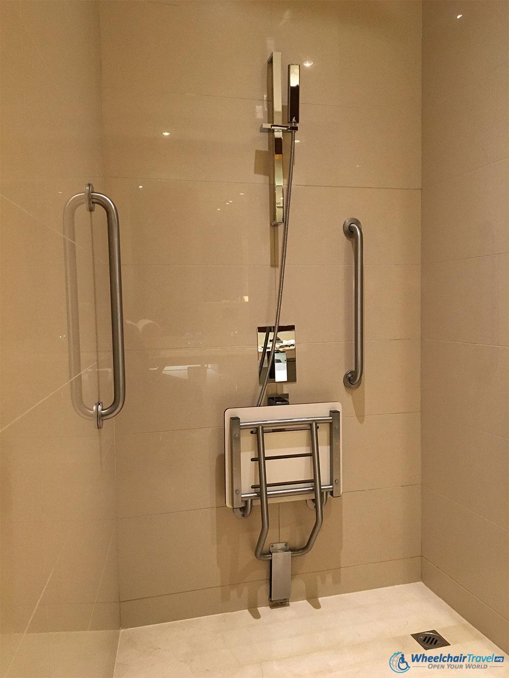 JW Marriott Marquis Dubai Wheelchair Accessible Roll-in Shower ...