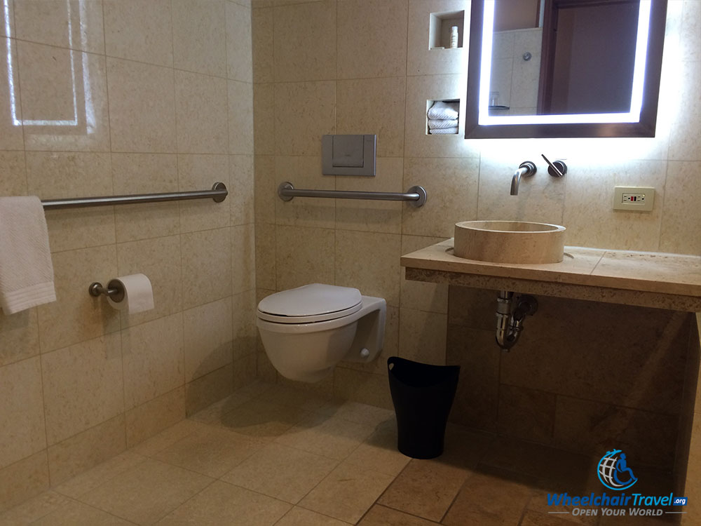 The Good & Bad of ADA Accessible Hotel Bathrooms - WheelchairTravel.org