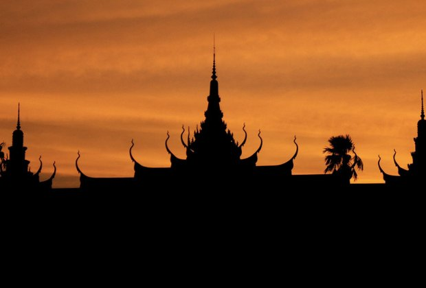 PHOTO: Phnom Penh, Cambodia sunset.