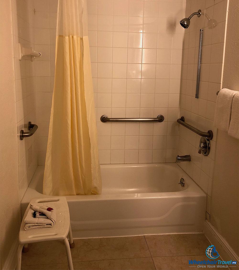budget-hotels-ada-accessibility-howard-johnson-kissimmee-bathtub ...