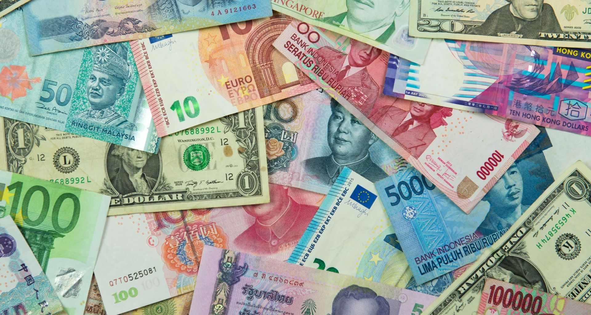 Tips for exchanging foreign currency when traveling abroad.
