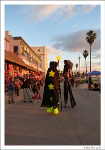 Stilt-walkers on Venice Beach