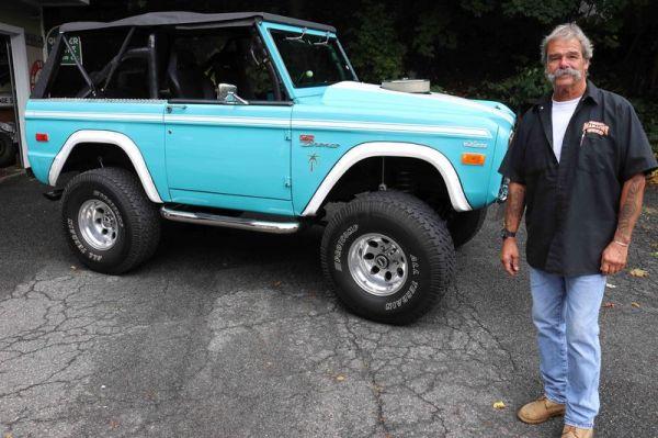 21_FEA_122119BW01  Bud Wilkinson Republican-American   Tom Cavanaugh and his 1974 Ford Bronco