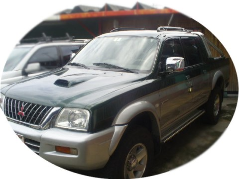 Mitsubishi L200 double or crew cab pickup (4 doors)