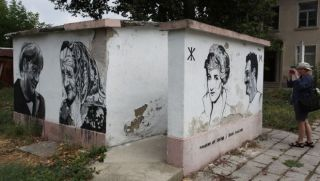 Photo: http://visit.guide-bulgaria.com/a/1392/open-air_art_gallery_-_graffiti_on_walls_and_fences.htm