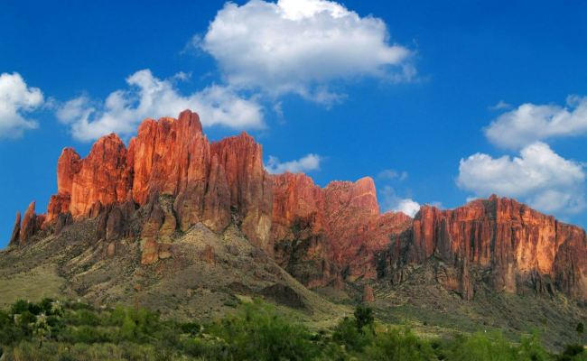 8 Facts About The Beautiful Superstition Mountains