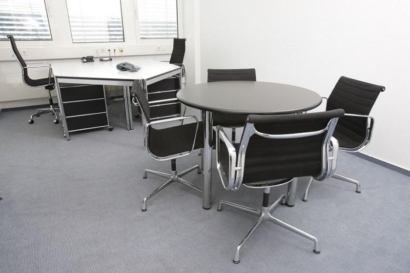office-170638_960_720
