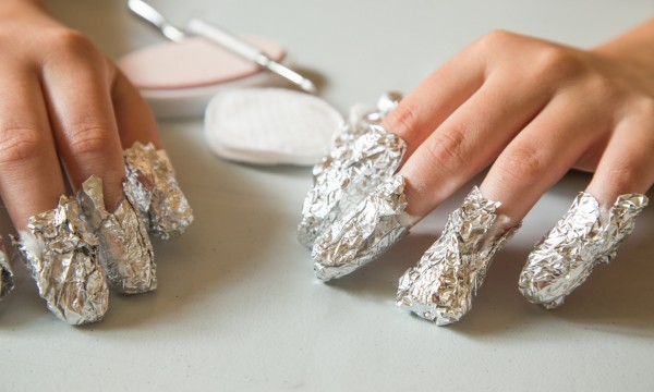 THE BEST WAY TO REMOVE GEL NAIL POLISH