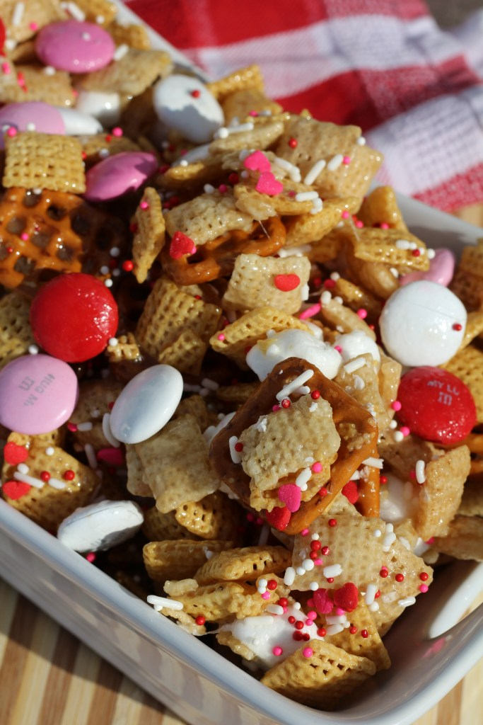 valentine crunch mix
