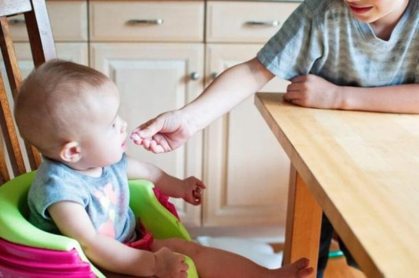 Infant to toddler nutrition at table