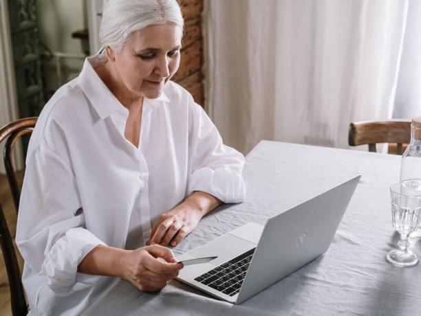 Ways to support an elderly parent