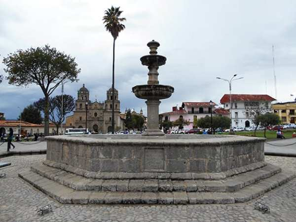 Fountain in Plaza de Armas by Mike Gasparovic
