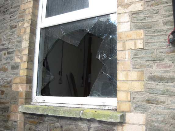 How to Repair and Replace your Cracked Window Glass Pane