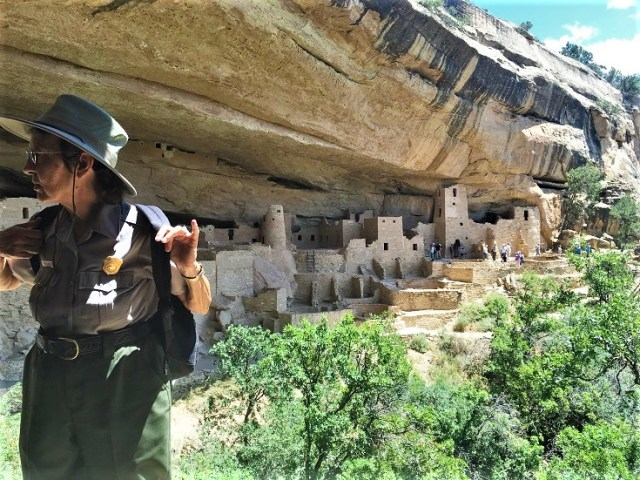 Betty, our guide into Cliff Palace, giving us some history before we enter the dwelling.