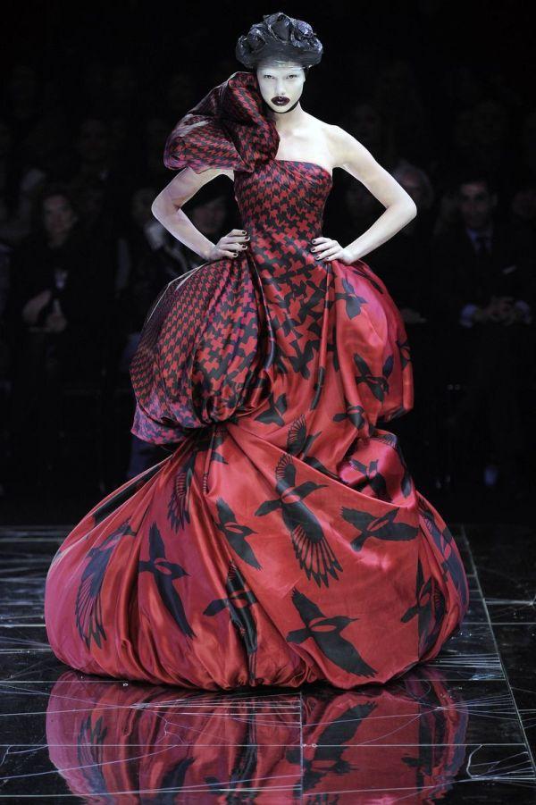 Alexander Mcqueen Art Meets Fashion