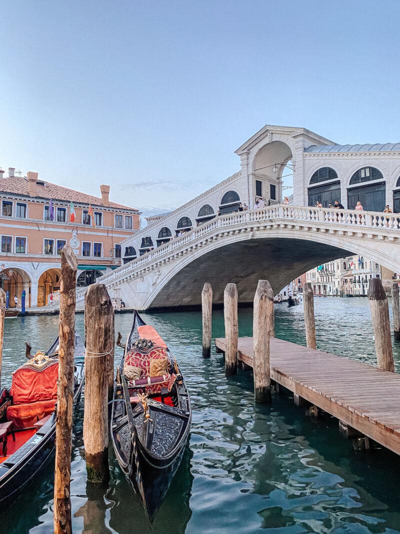 image of Rialto Bridge in Venice