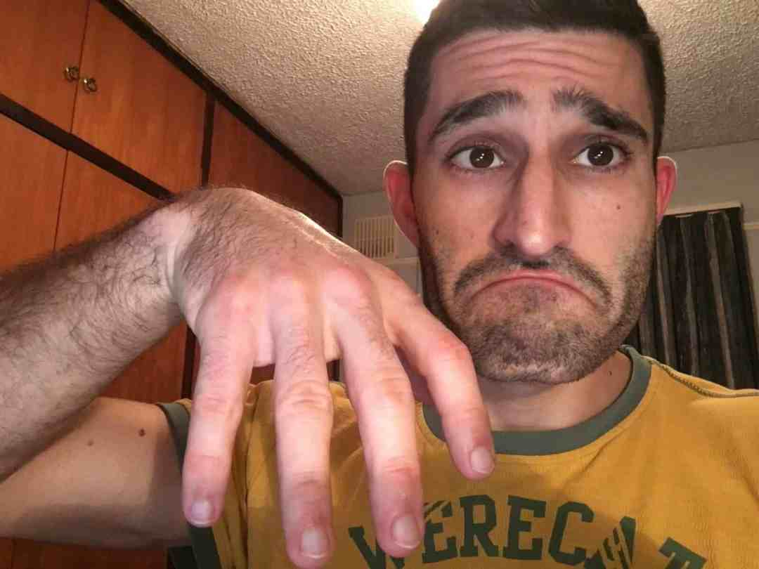 Stefan ringless finger