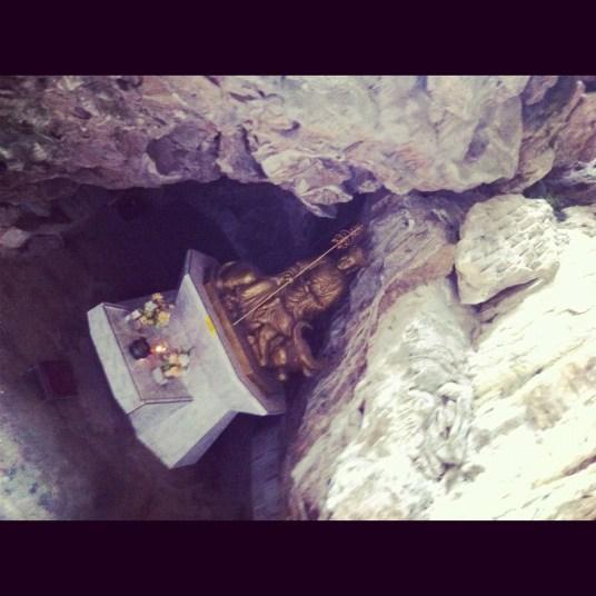 Bóg zdrowia w jaskini