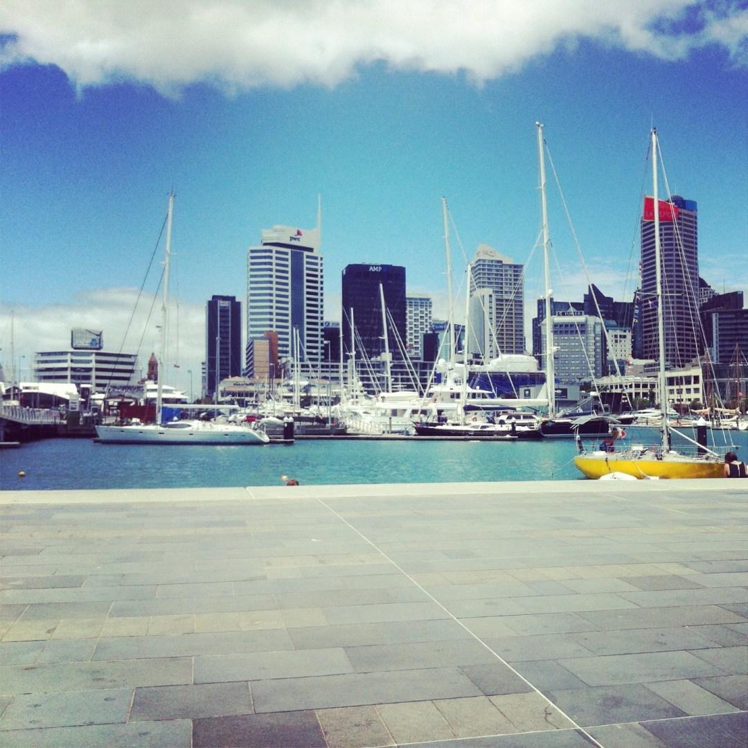 łódki i wieżowce
