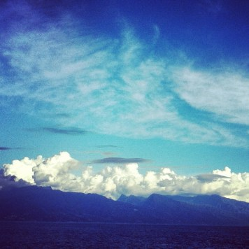 Tahiti pod chmurą