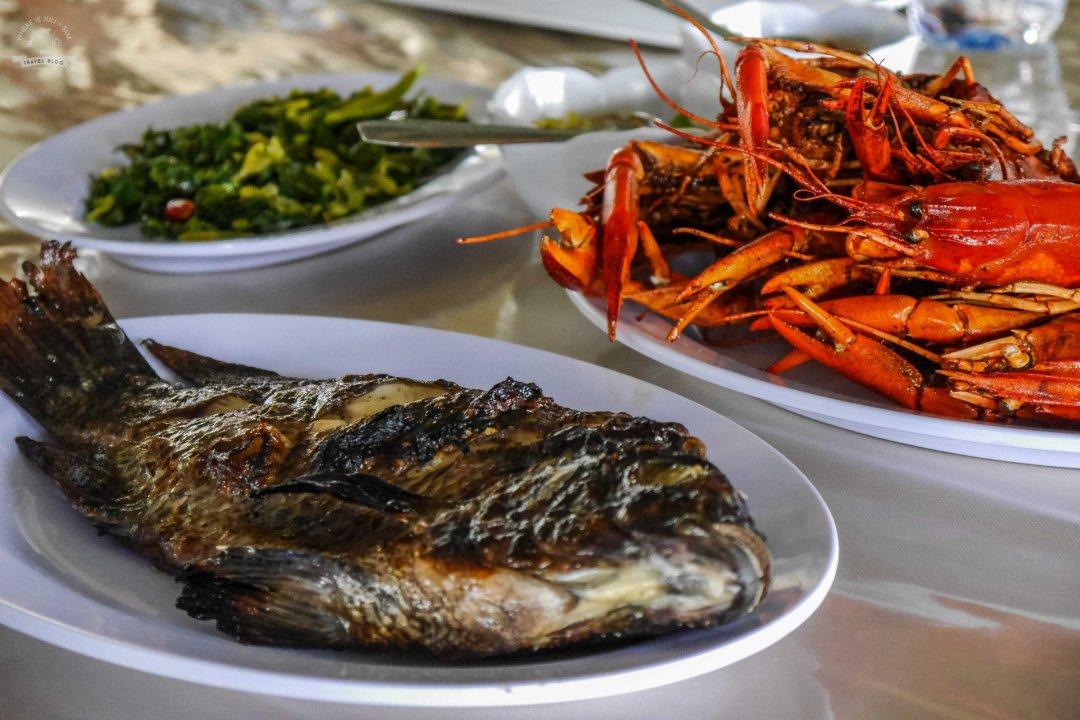 restauracja na jeziorze Sulawesi