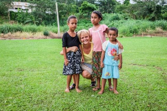 Julia i dzieci na Fidzi