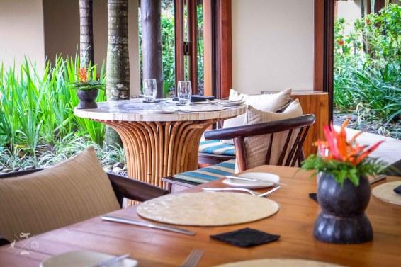 Nanuku Auberge Resort stoly restauracja