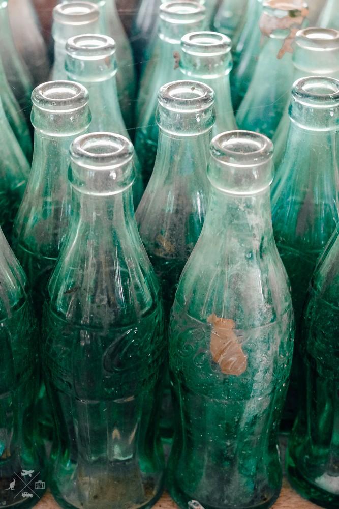 Stare butelki Coca-Coli, ktore należały do amerykańskich żołnierzy
