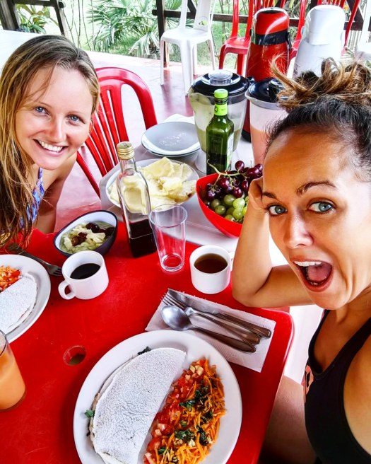 Petit-déjeuner avec les Salty Sisters à la pousada Kiterinha, Macapa, kitetrip Brésil