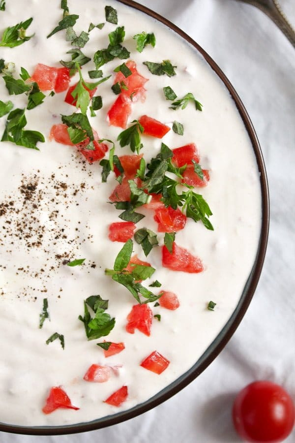 garlic sauce 3 Garlic Sauce with Sour Cream and Tomatoes   Romanian Recipe