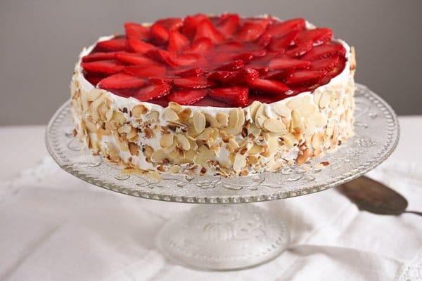 strawberry cheesecake 2 Strawberry Cheesecake with Cream Cheese and Yogurt Filling