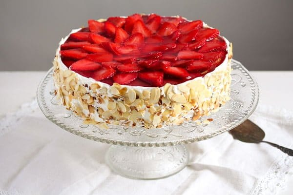 strawberry cheesecake cake strawberry cheesecake with cheese and yogurt filling 7740