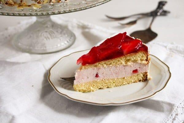 strawberry cheesecake 4 Strawberry Cheesecake with Cream Cheese and Yogurt Filling