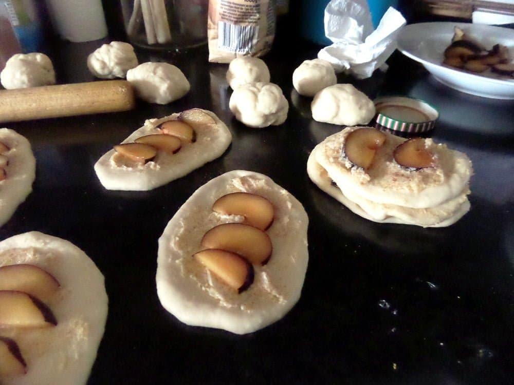 pull apart plum bread Plum and Cinnamon Pull Apart Bread