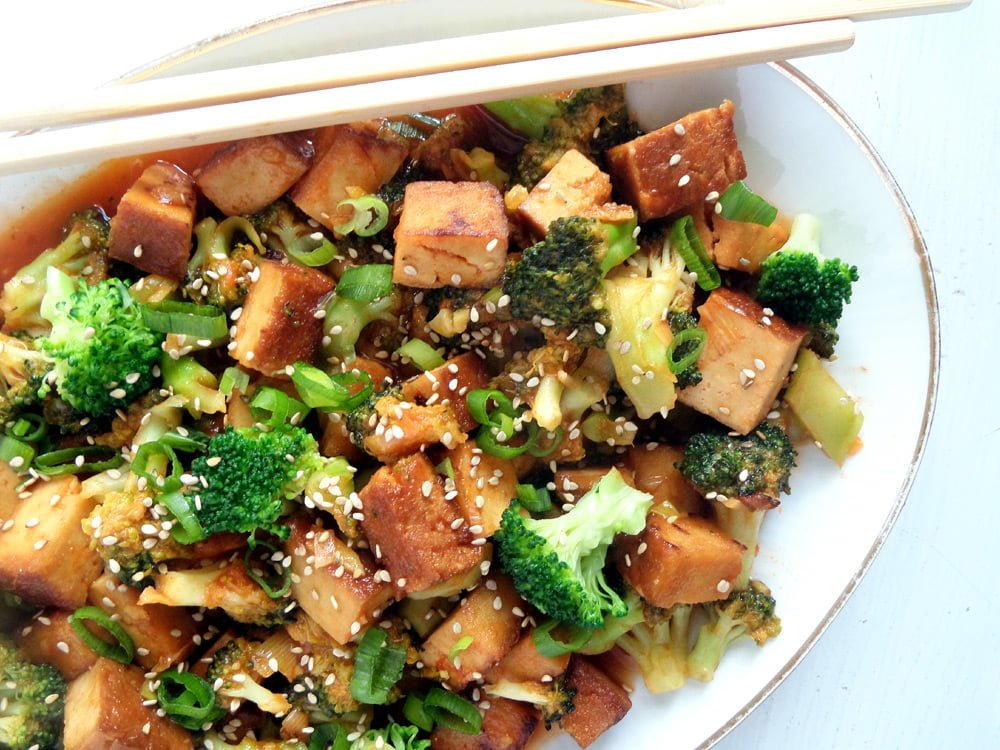 tofu broccoli sweet sour Vegan Broccoli and Tofu with Sweet Sour Sauce and Sesame Seeds