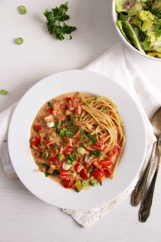 spaghetti green onion sauce 683x1024 Spaghetti with Skinny yet Creamy Green Onion Pepper Sauce