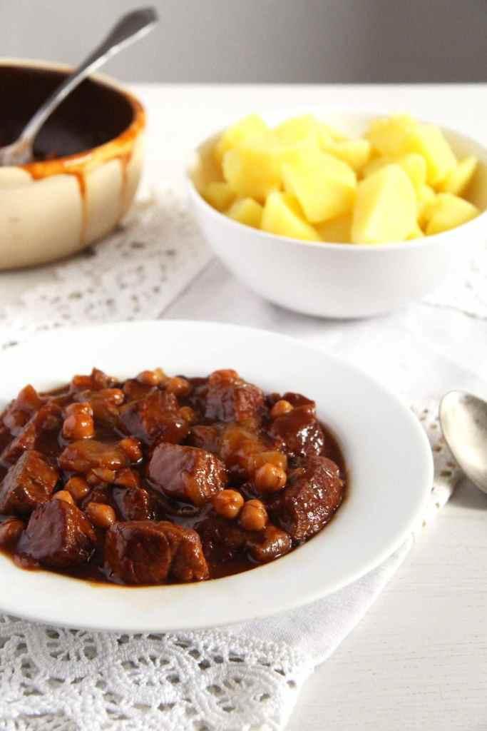 onion chickpea stew 683x1024 Onion Pork Stew with Chickpeas and Beef Bone Broth