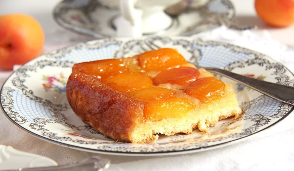 easy apricot cake The Easiest Fresh Apricot Cake   Romanian Cake