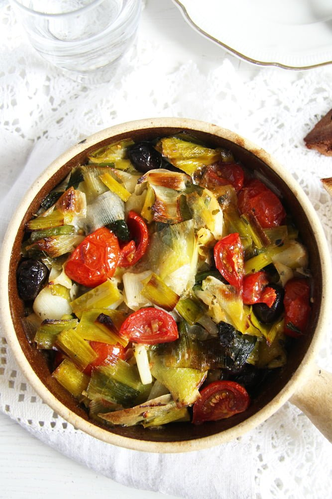leek stew olives Leek and Black Olive Stew   Romanian Recipe