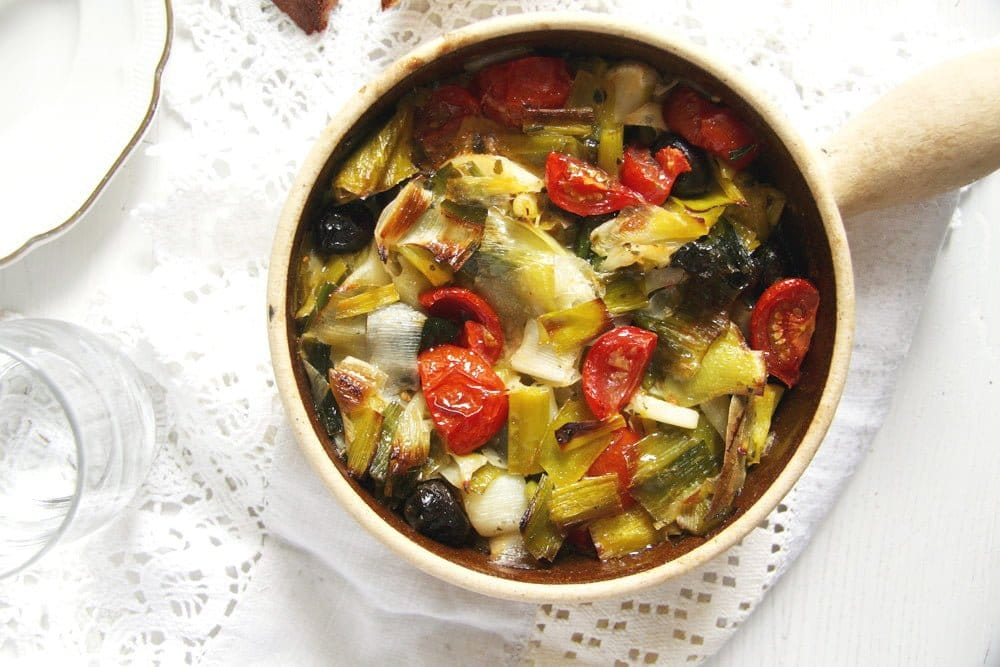 leek stew tomatoes 1 Leek and Black Olive Stew   Romanian Recipe