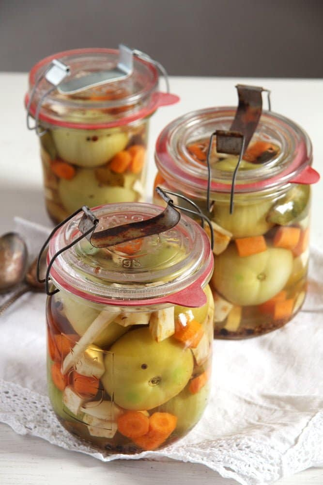 green tomatoes pickles Green (Unripe) Tomato Pickles – Romanian Recipe