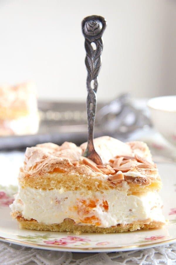 mandarin orange cream cake 6 Mandarin Orange Cake with Cream and Almond Meringue